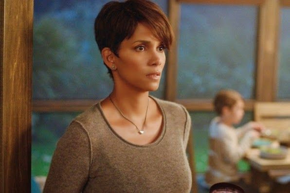 Halle Berry : Extant (Still) photo 104581_d0298b.jpg
