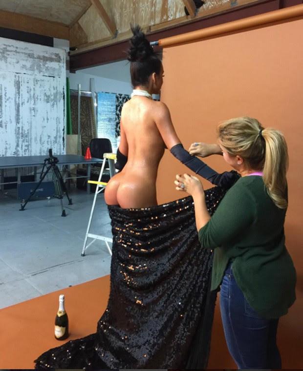 Abigail Ratchford recria para calendário foto de Kim Kardashian para a 'Paper Magazine' (Foto: Reprodução/Instagram)