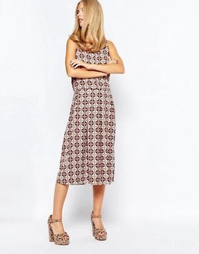 Falda a media pierna de corte amplio con estampado geométrico estilo años 70 de First & I
