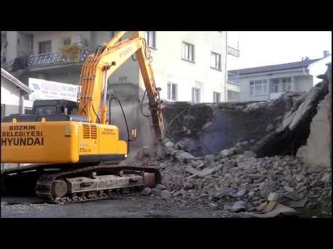 Bozkır Kule Evleri Önü Binaları Yıkımı Başladı