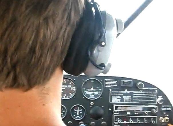 Πιλότος μικρού αεροπλάνου κάνει την πιο τρομακτική φάρσα