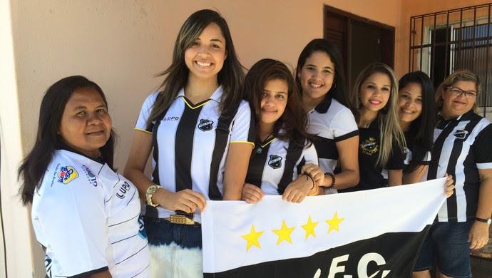 Torcedoras fanáticas do ABC vão a todos os jogos do clube (Foto: Alexandre Filho/ GloboEsporte.com)