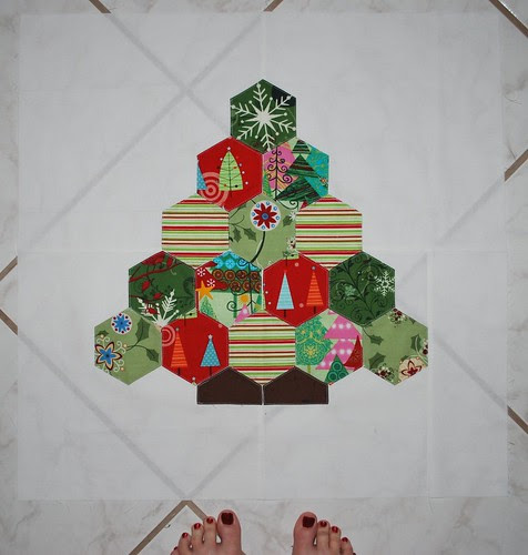 Tracey's Block--Putting the BEE in Christmas