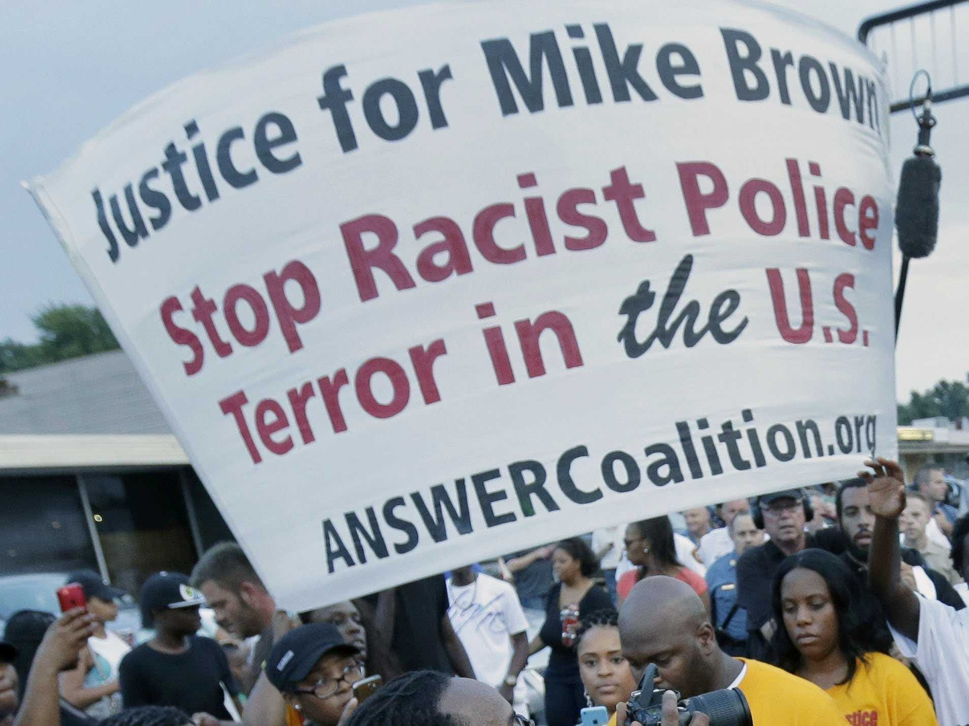 http://static1.businessinsider.com/image/53f0c5036bb3f7ad414213d1/eric-holder-orders-federal-medical-examiner-to-take-another-look-at-ferguson-missouri-teens-death.jpg