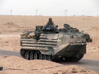Бронемашина AAV Морской пехоты США. Фото с сайта centcom.mil