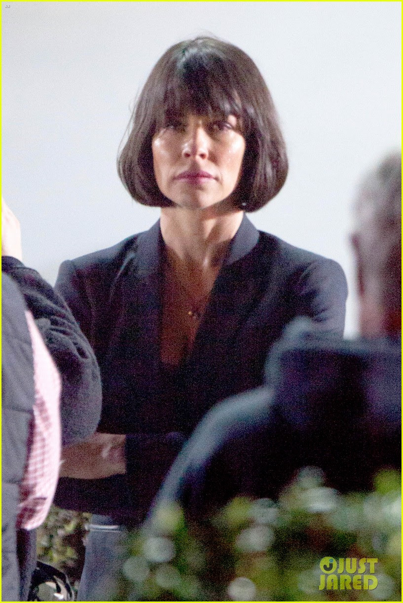 http://cdn01.cdn.justjared.com/wp-content/uploads/2014/10/lilly-bob/evangeline-lilly-dark-short-bob-ant-man-filming-04.jpg