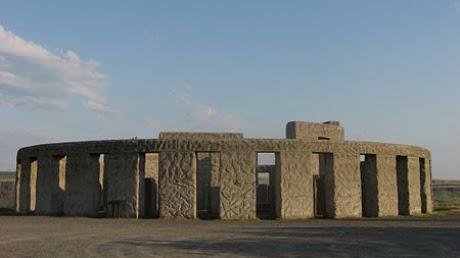 450px_maryhill_stonehenge_wwi_monument_13398400