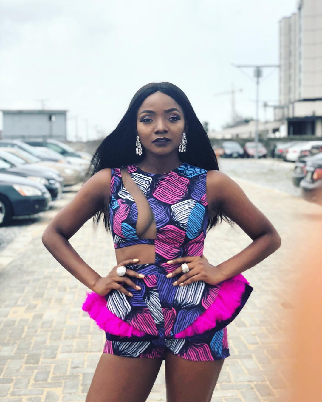 Simi Slays In Sexy Ankara Outfit (Photo)