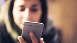 Việc chia sẻ trên Facebook bộc lộ điều gì về bạn?