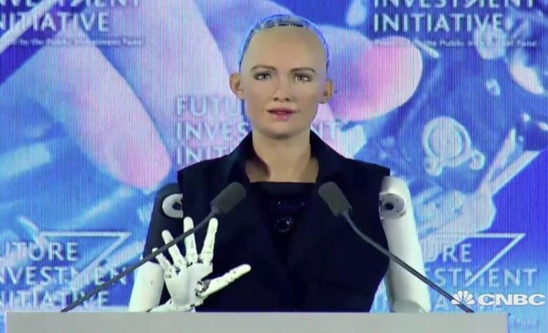 A robô Sophia durante o evento em que soube de sua cidadania  (Foto: Reprodução/Youtube)