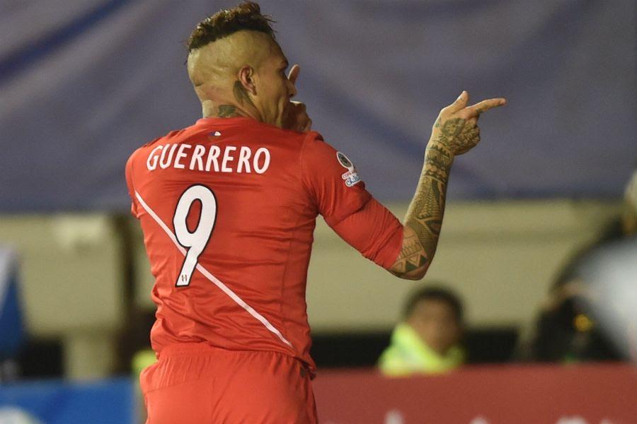 Guerrero fez os três gols do Peru - Yuri Cortez/AFP
