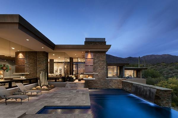 Desert Home in Arizona Has Spacious Interiors and Stunning Outdoors