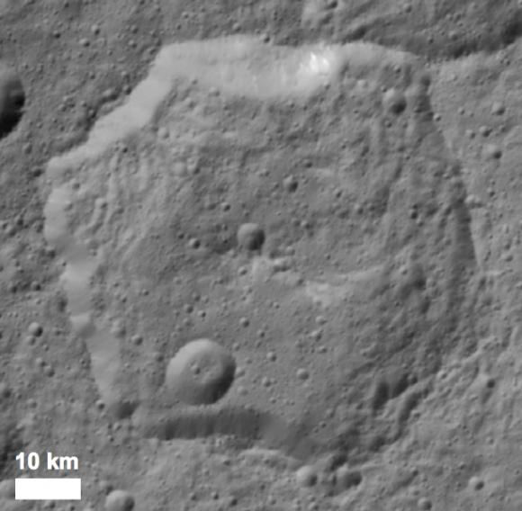 Fejokoo, un cráter hexagonal de 70 km de diámetro (K.A. Otto et al.).