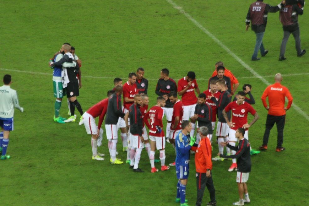 D'Alessandro reúne o grupo do Inter após eliminação (Foto: Eduardo Deconto/GloboEsporte.com)