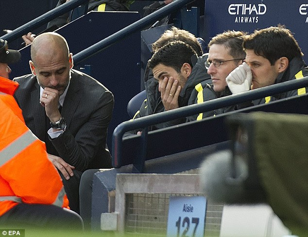 Guardiola speaks with his staff as City suffered a fifth game without a win on Saturday