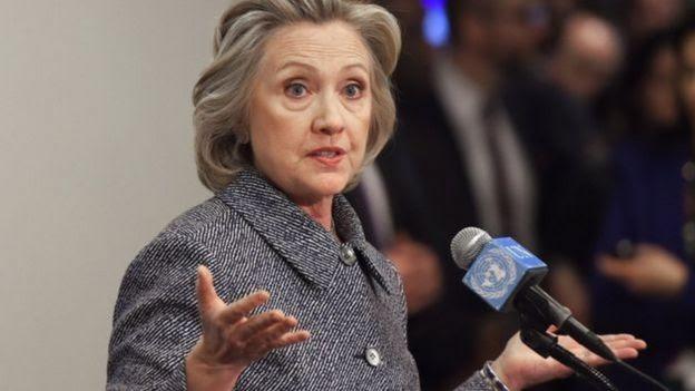 Hillary Clinton dando un discurso.