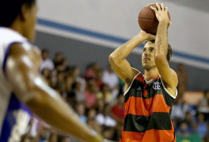 Marcelinho basquete Flamengo e Macaé (Foto: Luiz Pires / LNB)
