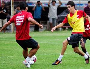 Oscar retornou aos treinos no Beira-Rio (Foto: Alexandre Lops/Divulgação, Inter)