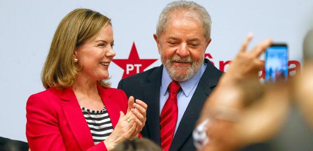 O ex-presidente Luiz Inácio Lula da Silva participa de evento ao lado da senadora Gleisi Hoffmann (PT-PR)
