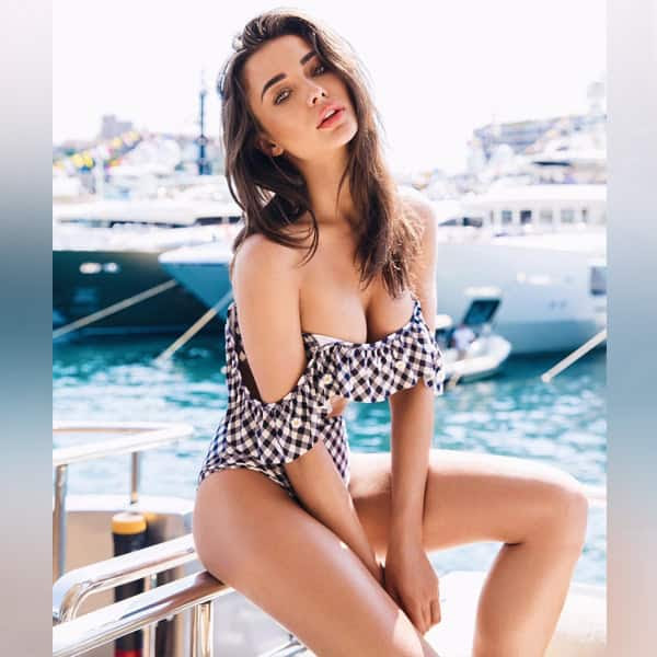 Amy Jackson is looking extremely seducing in this picture