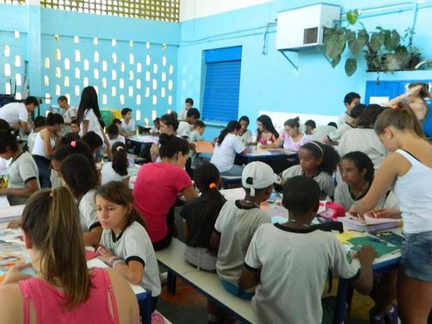 Ação feita pelos estudantes da PUC visitou uma escola pública de Campinas (Foto: Bruna Gomes/ Arquivo Pessoal)