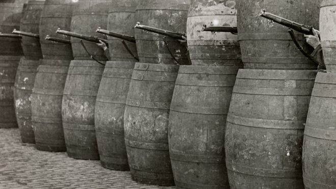 Barrel barricade in Dublin 1916