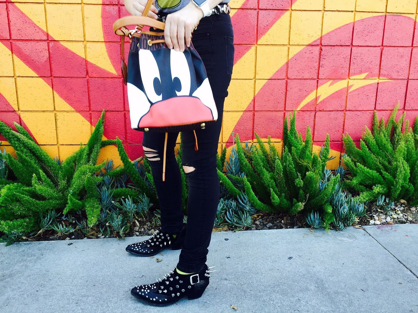 photo sylvesterthecat-moschino-bucketbag-shopsuperstreet-beckerman-girls_zpsmikhmcmr.jpg