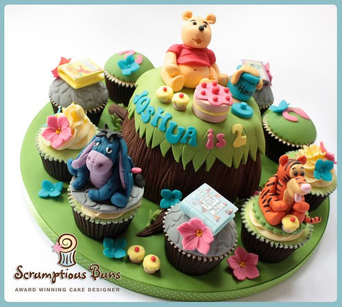 Big Cake Little Cakes : Winnie The Pooh & Friends by Scrumptious Buns (Samantha)