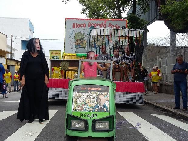 Acorda Peão faz críticas a aumento da passagem e previdência em São José (Foto: Leonardo Medeiros/G1)