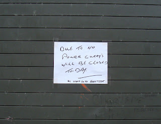 Notice stuck to the closed shutters of Currys