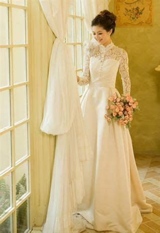 Lace Turtleneck Wedding Dress   Royal Lace Vintage Wedding