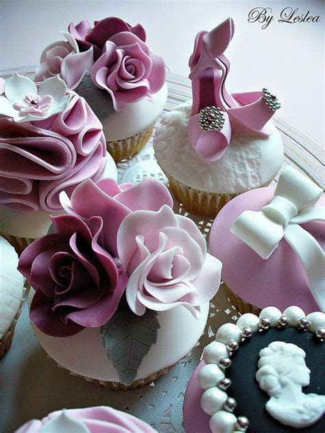 35 Classy And Elegant Cupcakes