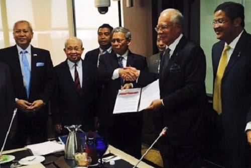 Apakah jawatan Ku Li selepas tandatangan Deklarasi Kelantan?