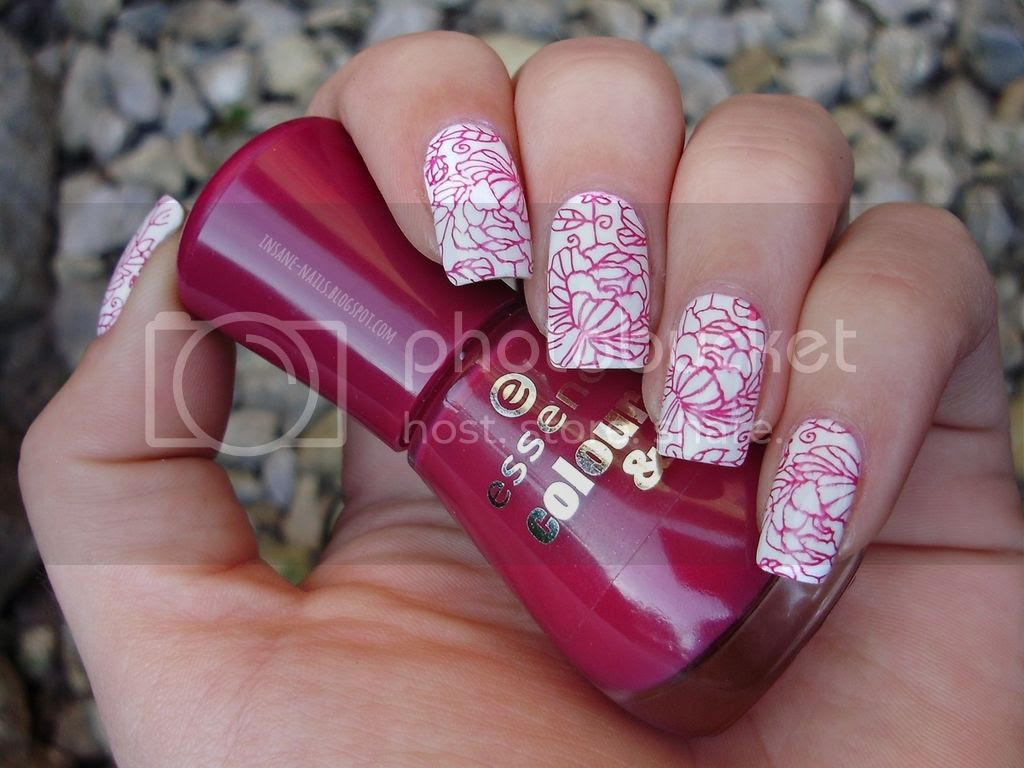 photo red_floral_nails_2_zpszsjqjkkn.jpg