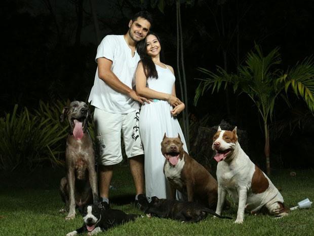 Casal cria o animal há sete anos e ele não poderia faltar a esse momento (Foto: Tibério Helio)
