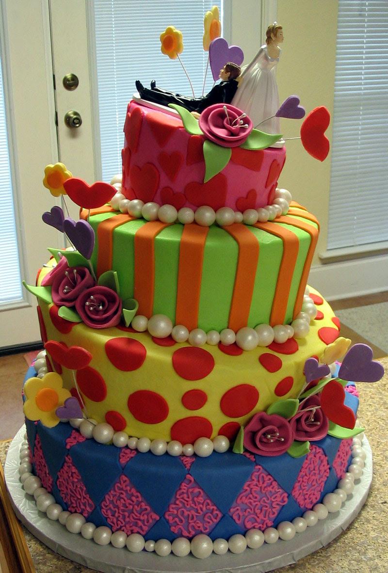 http://roxyhansen.files.wordpress.com/2008/11/bridewinscake1.jpg