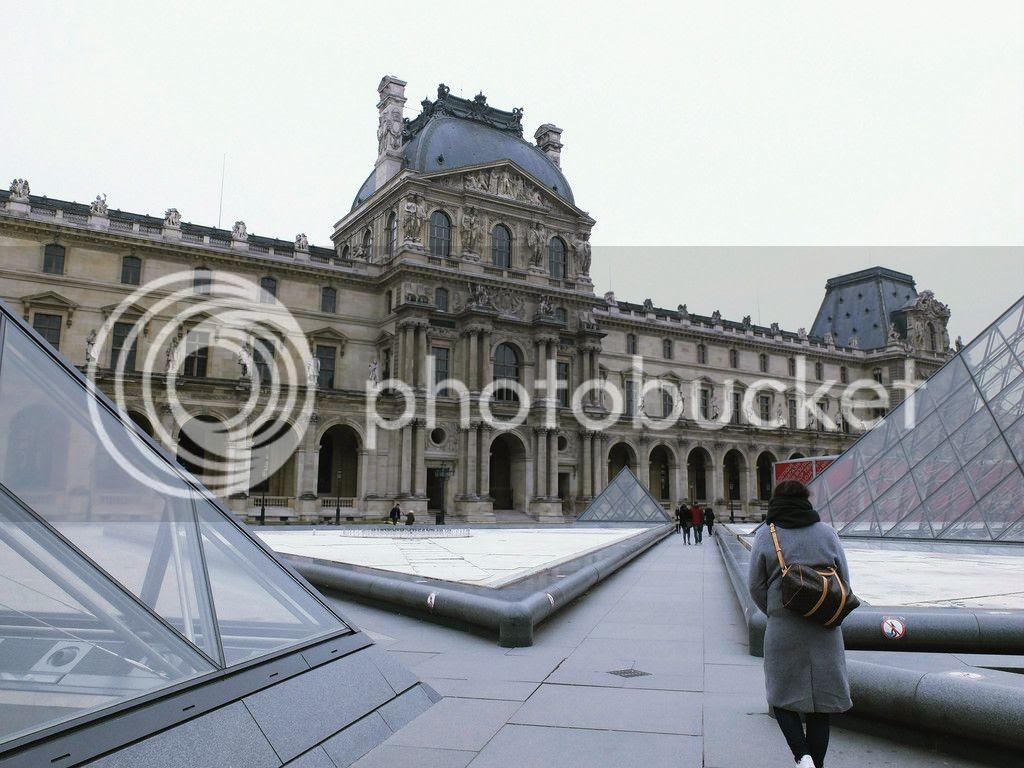 modestmixblog Louvre square Paris