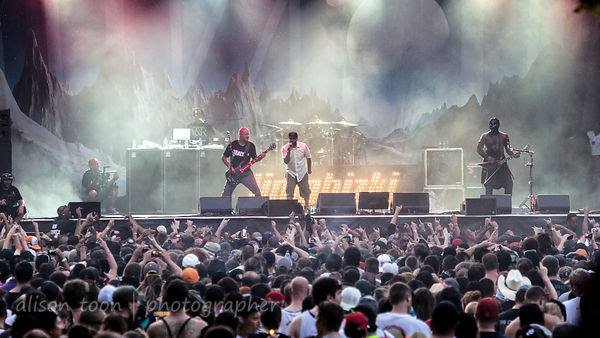 Limp Bizkit on stage at Aftershock 2014