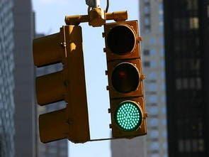 Mô hình đèn giao thông cho giao lộ với PIC16F877