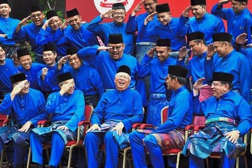 UMNO Najib Razak Laughing - Warlords Salute