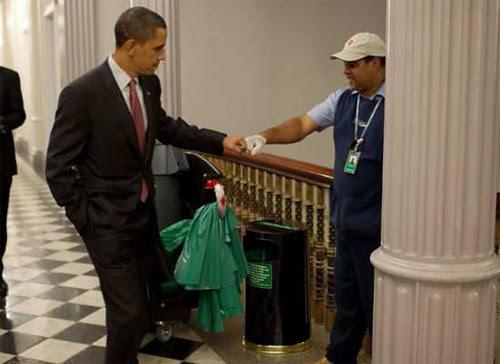 Obama-fistbump