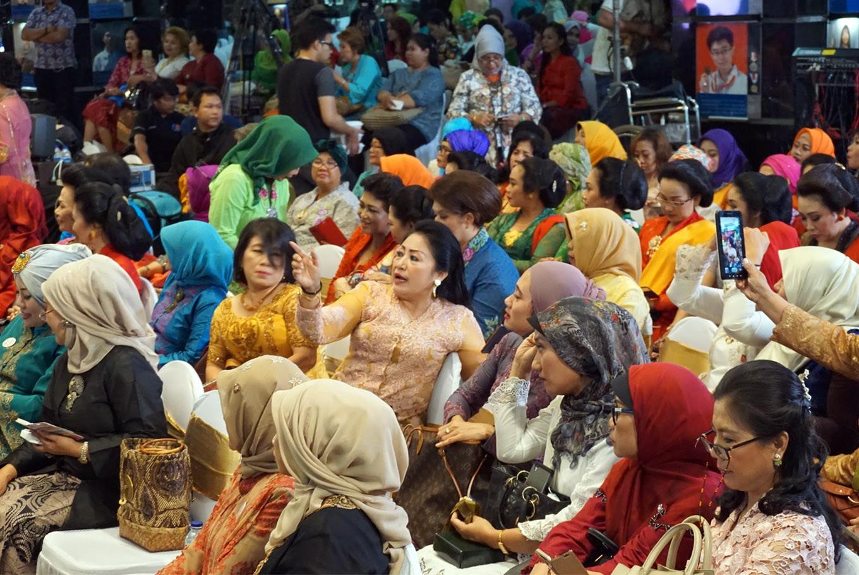 Cultural movement seeks Indonesian women to wear, preserve kebaya  Art  Culture  The Jakarta Post