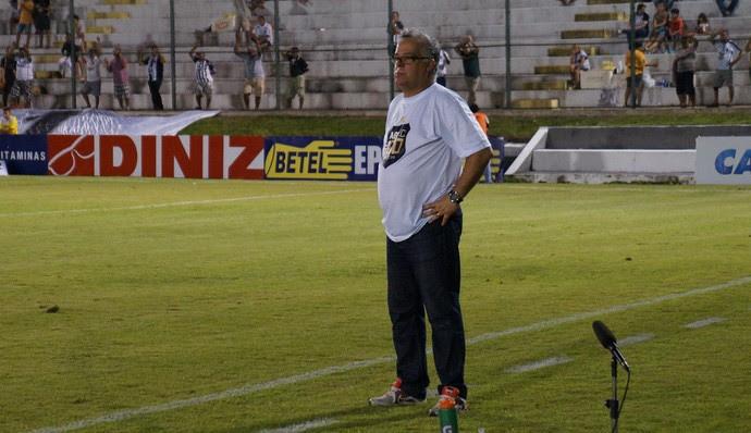 ABC x Oeste, no Estádio Frasqueirão / Josué Teixeira, técnico do ABC (Foto: Augusto Gomes/GloboEsporte.com)