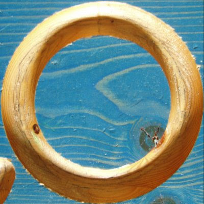 wooden ring optical illusion