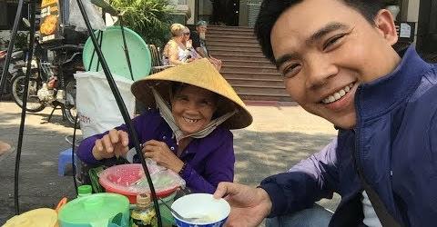 Bà 65 tuổi có nụ cười toả nắng gánh tàu hũ bán dạo trung tâm Sài Gòn