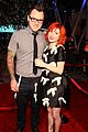 paramores hayley williams splits from husband chad gilbert 03