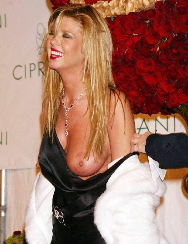 Berühmtheit tara reid boob