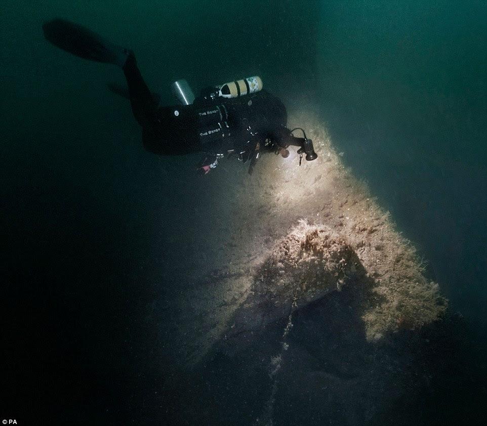 mergulhadores-mostram-fotos-de-navio-que-afundou_2