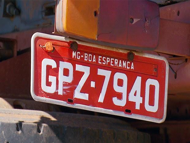 Motorista é preso por adulterar placas de caminhão com creme dental em Três Corações, MG (Foto: Reprodução EPTV)