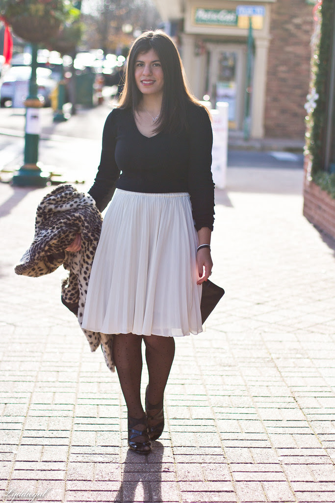 white pleated skirt black top.jpg
